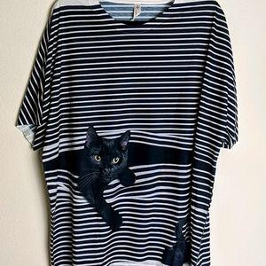 Kitty cat graphic tee NWOT